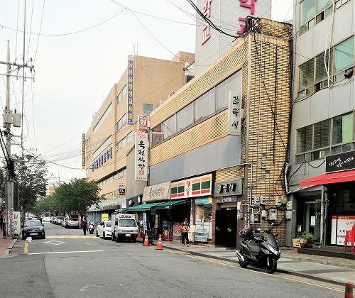 肉典食堂 2号店セブンイレブン隣