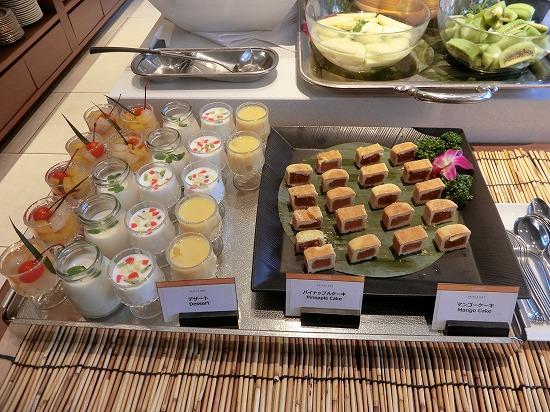 デザート(パイナップルケーキ・マンゴーケーキ)