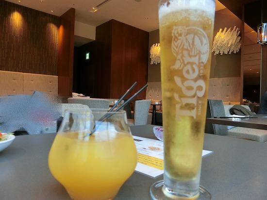 マンゴージュースとタイガービール