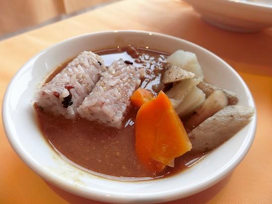 スープカレー(雑穀俵ご飯と蒸し野菜)