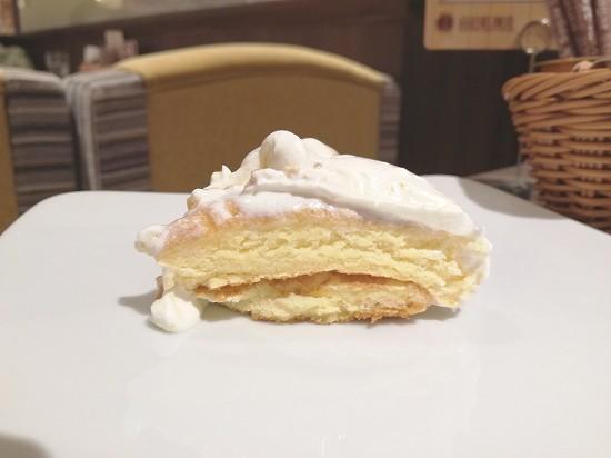 特製クリームのリコッタパンケーキ断面