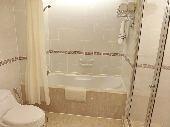 バスタブとシャワールーム