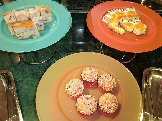 カップケーキ、バナナケーキ、マンゴーケーキ