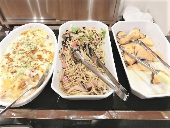 じゃがいものグラタン、ハンダマのスパゲッティ、焼き鮭