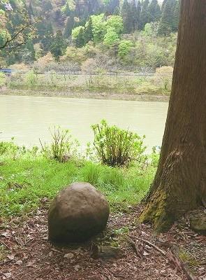 芭蕉が腰かけた石