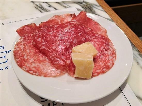 生ハム、サラミ、チーズ