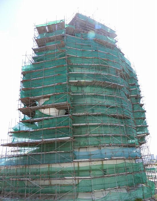 ワットパクナム建設中の大仏