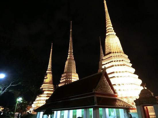 ワットポー4基の仏塔ライトアップ