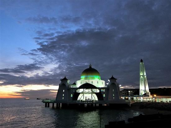 マラッカ水上モスク ライトアップ