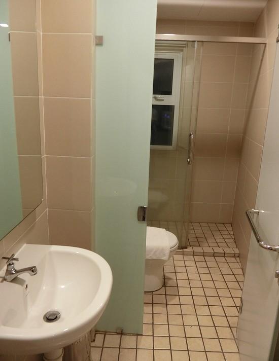 ザ ヘブン リゾート ホテル イポー オール スイーツ ベッドルーム シャワー