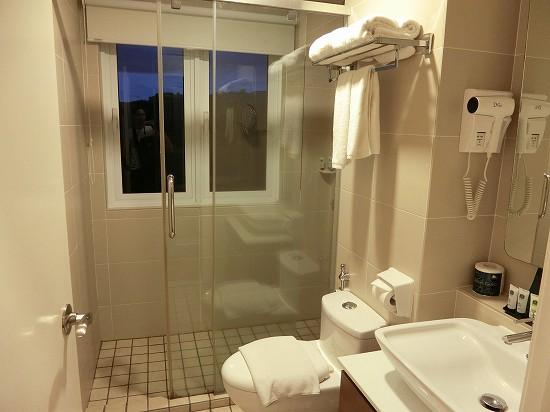 ザ ヘブン リゾート ホテル イポー オール スイーツ マスターベッドルーム シャワー