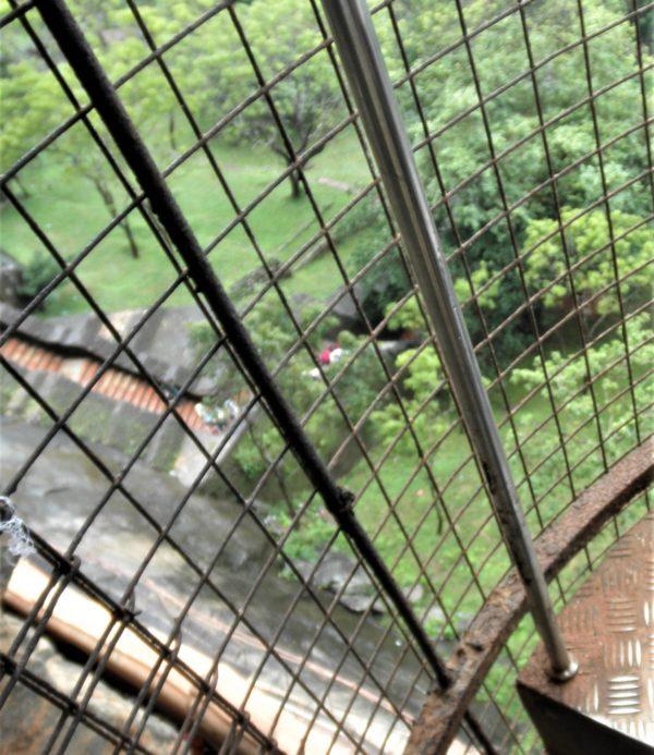 螺旋階段から下を眺めた景色