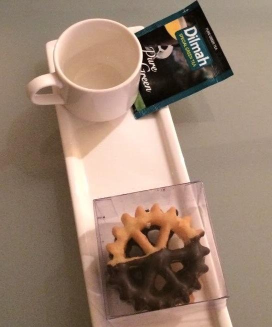 お茶請けのディルマーと揚げたお菓子