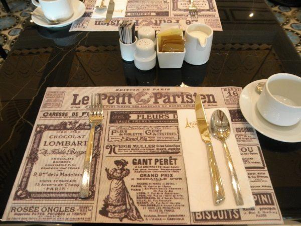 ル・ビュッフェ朝食テーブル