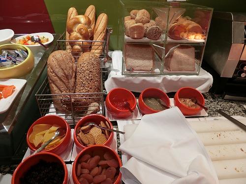 パンとドライフルーツ