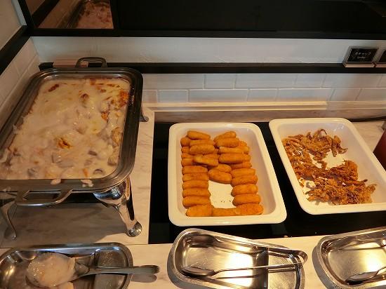 イカのカラマリ・バター風味のプチクロケット・鮭と根菜のグラタン