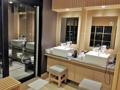 男性浴場洗面台