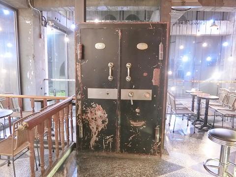 台中市第四信用合作社 金庫ドア