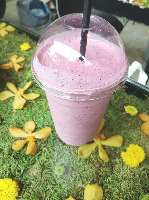Berry Nice Day(ミックスベリー、バナナ、シナモン、ミルク、はちみつ)