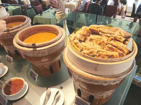 チキンムルタバと豆のカレー