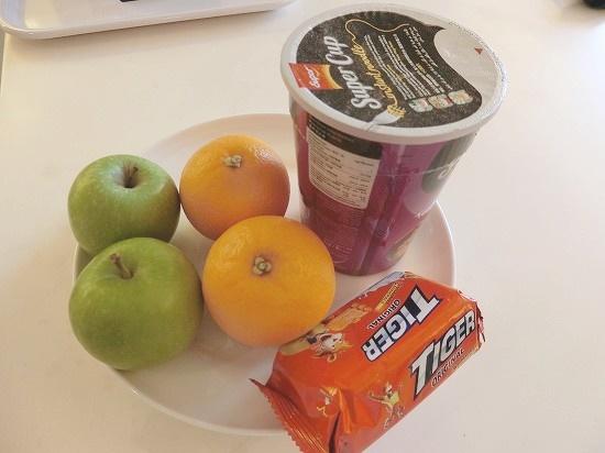 フルーツと軽食
