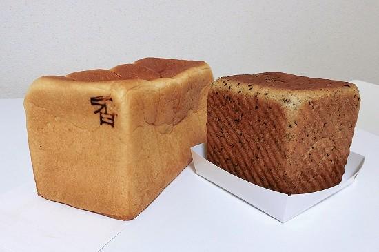 銀座の食パン「香」と黒ごまとクリームチーズ
