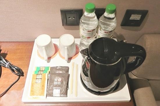 コーヒーとミネラルウォーター