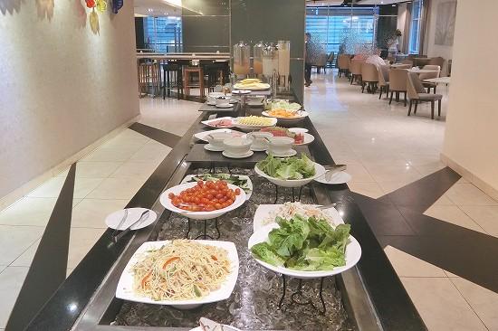 サラダ、ハム、チーズの冷製前菜
