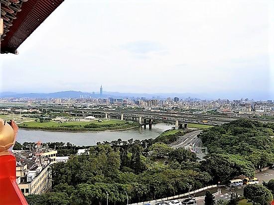 台湾市街の昼間の景色