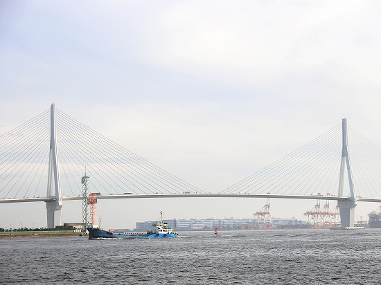 昼間の鶴見つばさ橋