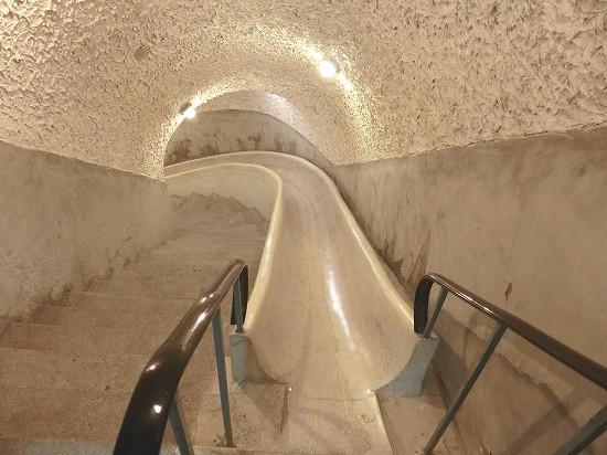 秘密のトンネル滑り台