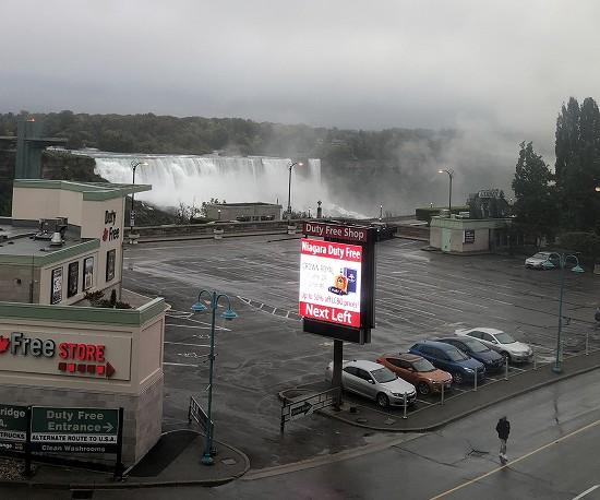 部屋からのナイアガラの滝