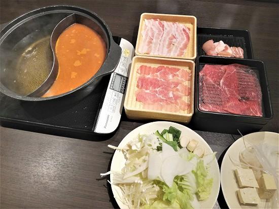 鍋とお肉と野菜