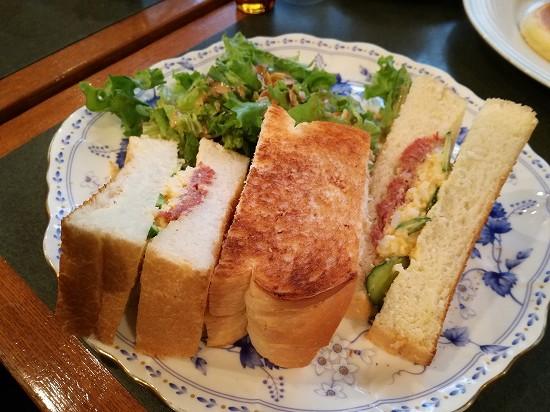 コンビーフ&タマゴサンドイッチ930円