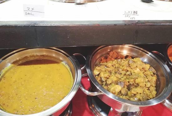 豆のカレーとミックス野菜のカレー