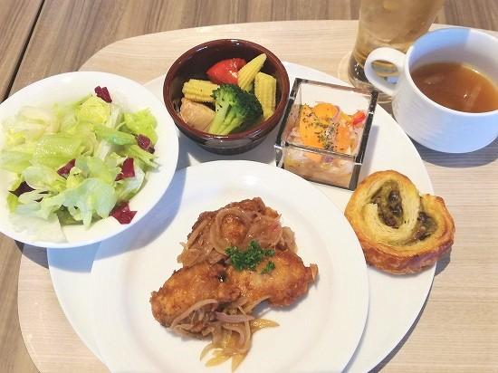 鶏と玉ねぎのバルサミコ風、カジキマグロのエスカベッシュ、ゴロゴロ野菜のオリーブ焼き