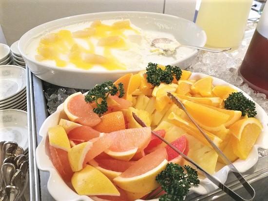 フルーツとブラマンジェ