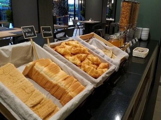 ザ クォーター ラープラオ バイ UHG 朝食パン