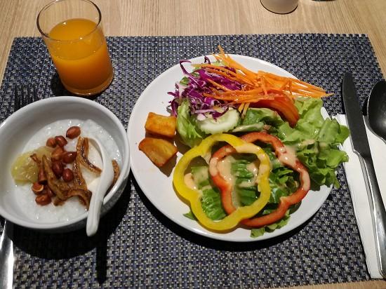 ザ クォーター ラープラオ バイ UHG 朝食料理