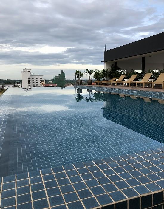 ラオポエットホテル 屋上プール