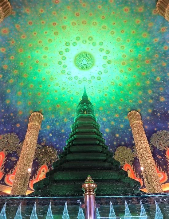 ワットパクナム緑の硝子仏塔