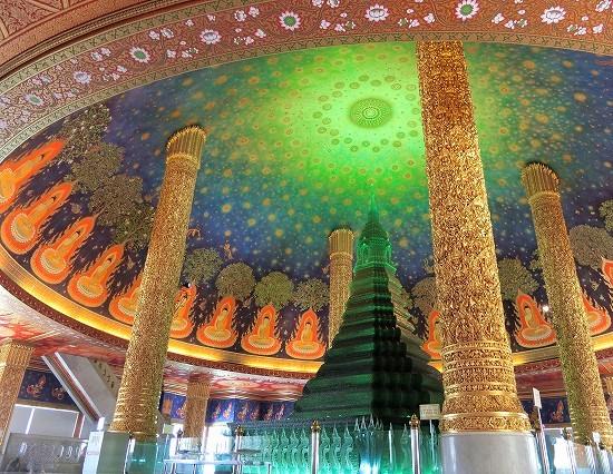 ワットパクナム ガラス仏塔と天井画