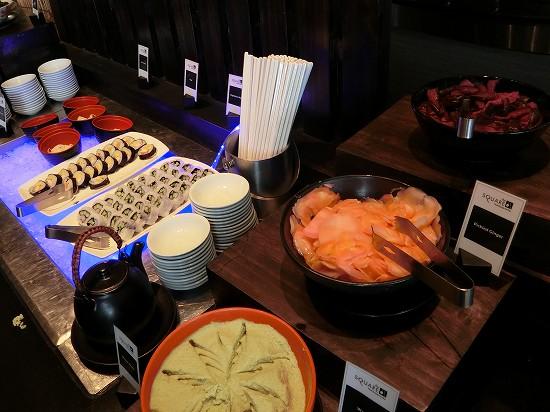 ノボテルバンコクプルンチットスクンビット 朝食 寿司