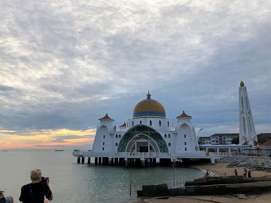 マラッカ水上モスク 夕暮れ時