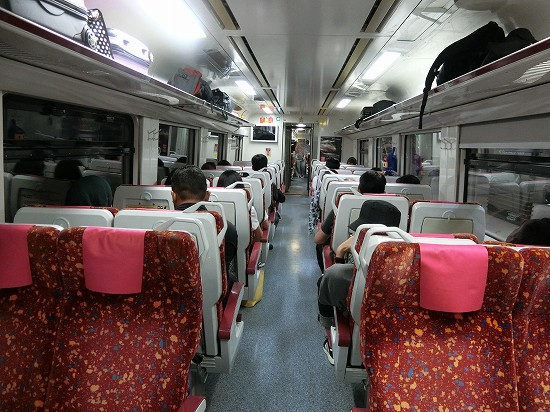 イポー電車車内