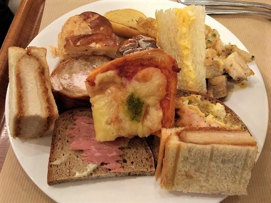 サンドッグイン神戸八重洲 惣菜パン食べ放題