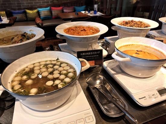 サイアムヘリテイジ 新丸ビル 大根と肉団子のスープ、トムヤムクン