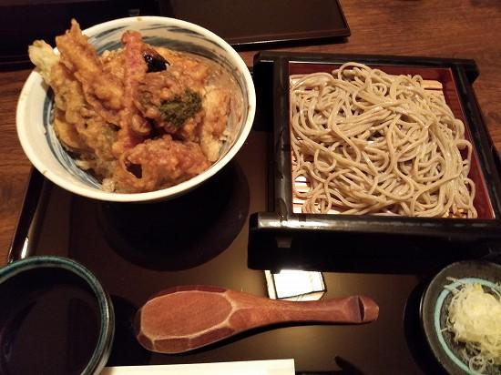 川崎手打ちそば たか 野菜八種天丼蕎麦付き880円