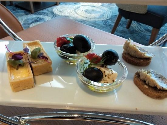 サーモンのキッシュ_ドライトマトとオリーブとフェタチーズ _ポークリエットインターコンチネンタル横浜pier8