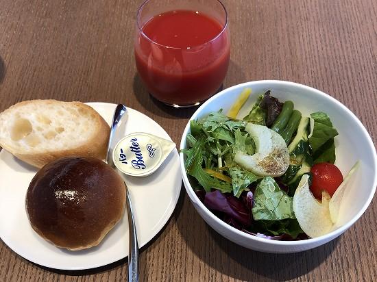 パンとサラダ 朝食 インターコンチネンタル横浜pier8